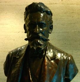 Pulitzer bust